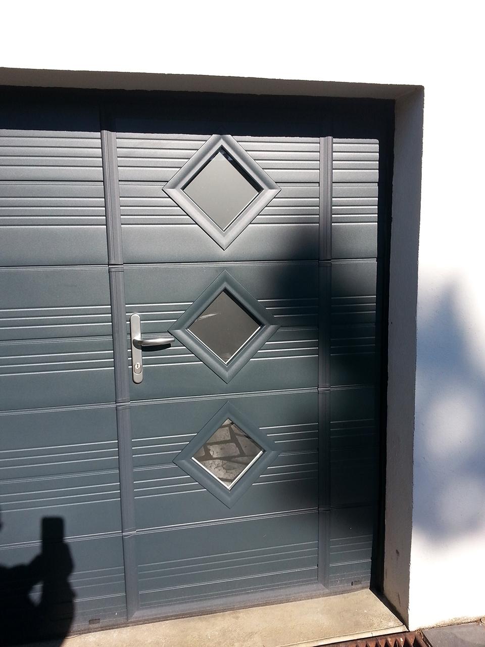 Fourniture et pose de portes de garage menuiseries challet for Fourniture et pose porte de garage